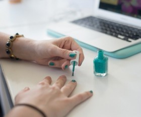 Top 4 Work-Appropriate Nail Polish Colours Based on Your Workplace