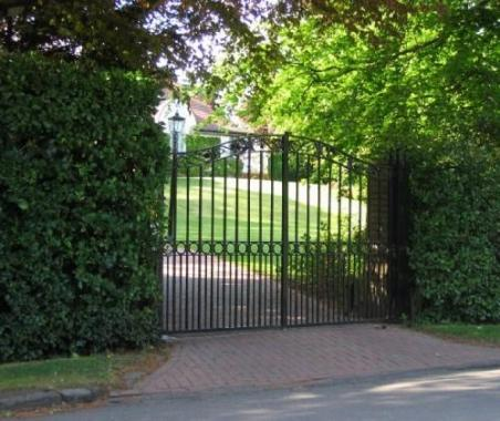 5 Factors to Consider When Choosing Automatic Gates