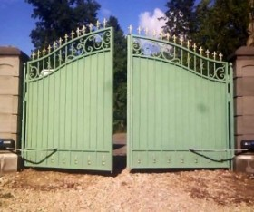 3 Safety Reasons to Install Automatic Gates