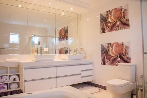 Why Consider Neutral Colours for Your Bathroom