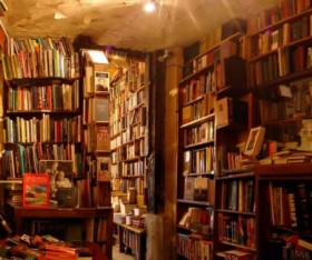Book Store Shopping: The Pros and Cons