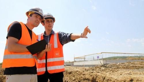 Top 7 Tips on How to Hire a Builder